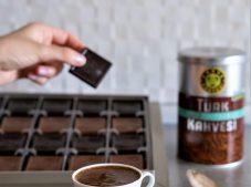 Türk Kahvesi ve Çikolata Online Sipariş ile Gönderildi